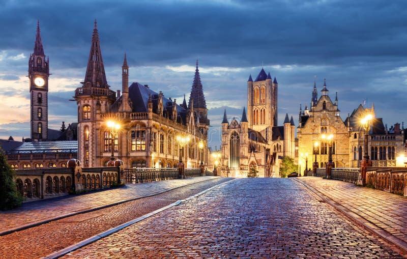 Gent, België tijdens nacht, Mijnheer oude stad stock foto's