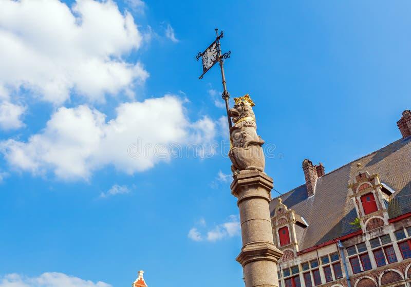 GENT, BELGIEN - 6. APRIL 2008: Die Spalte mit dem Löwe, symbo stockbilder