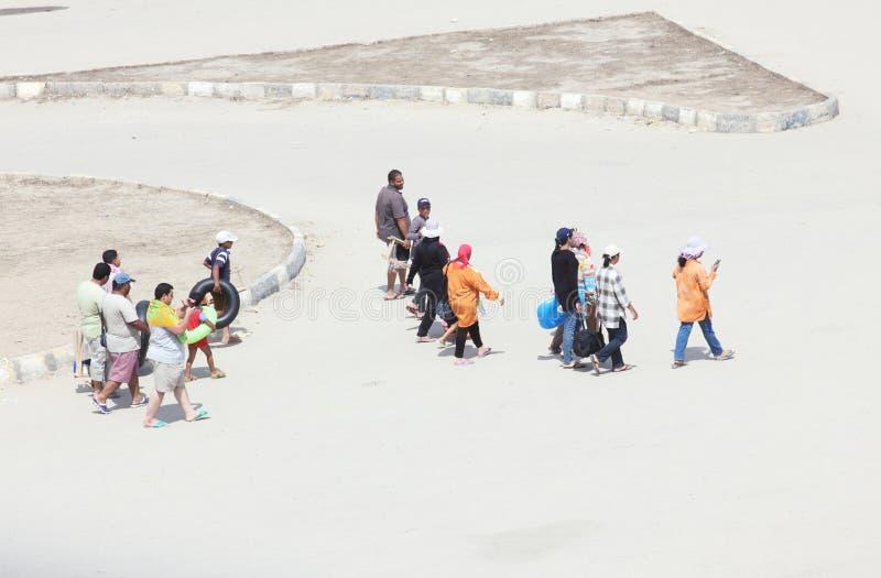 Gente araba che va tirare immagini stock libere da diritti
