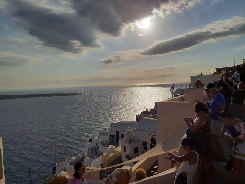 Gente blu della nuvola di sanatórini di Grécia immagine stock