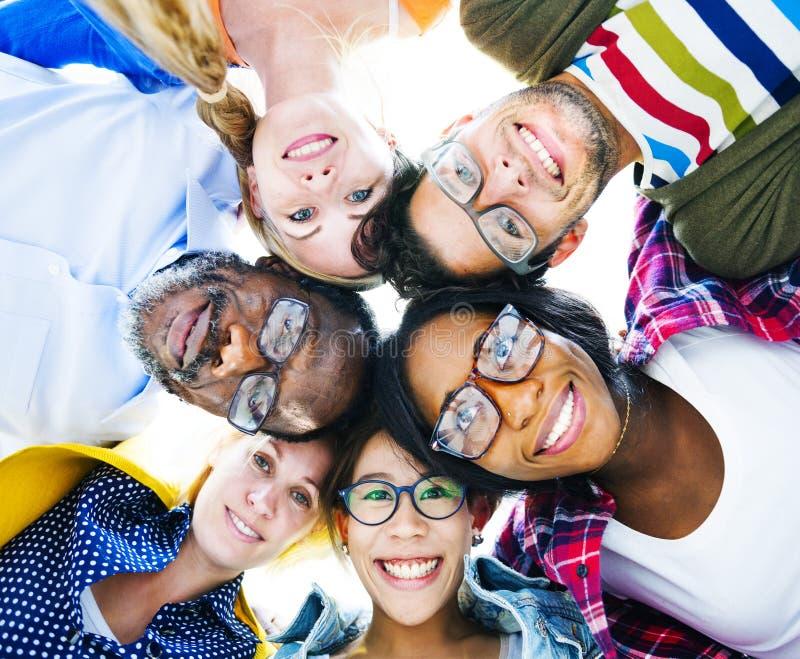 Gente casuale multietnica con le loro teste insieme fotografie stock libere da diritti