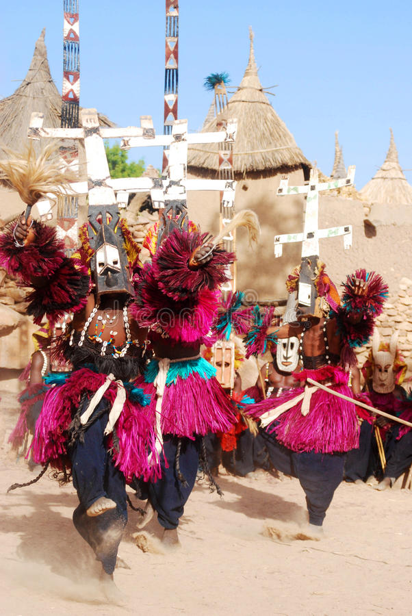 Danza ritual con las máscaras, Malí, África de Dogon foto de archivo