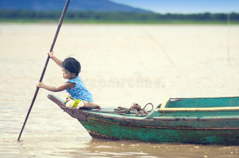 Gente de Camboya. Lago sap de Tonle fotos de archivo