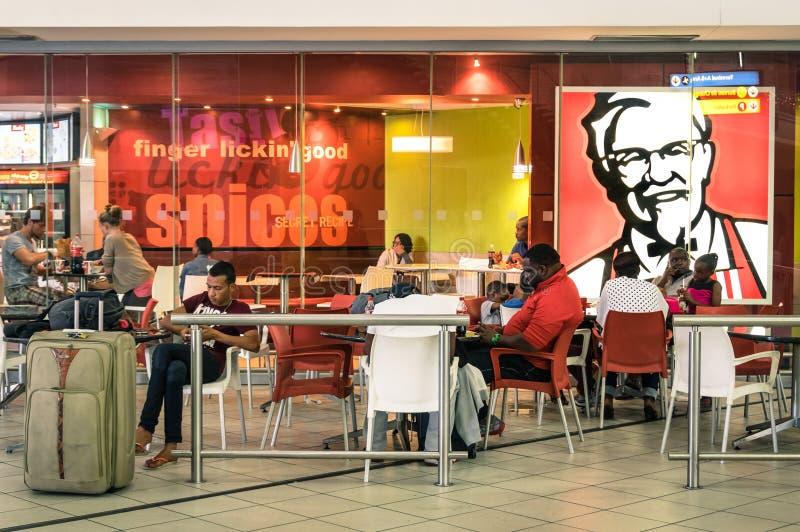 Gente de crisol en el restaurante de KFC fotos de archivo libres de regalías