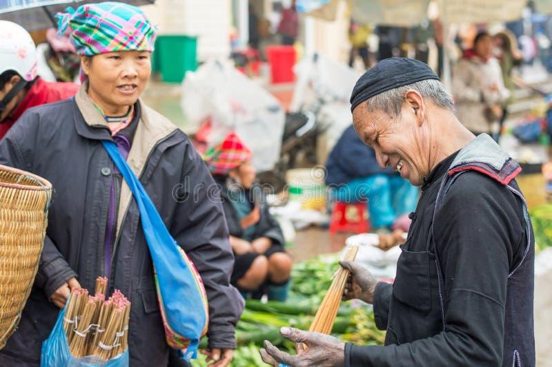 Gente de Hmong en Sapa, Vietnam imagen de archivo