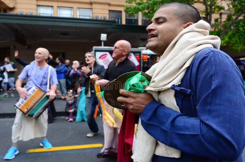 Gente de Krishna de las liebres que celebra el festival de Diwali en Auckland, nueva foto de archivo libre de regalías