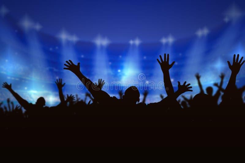 Gente de la muchedumbre de la silueta que disfruta del concierto, libre illustration