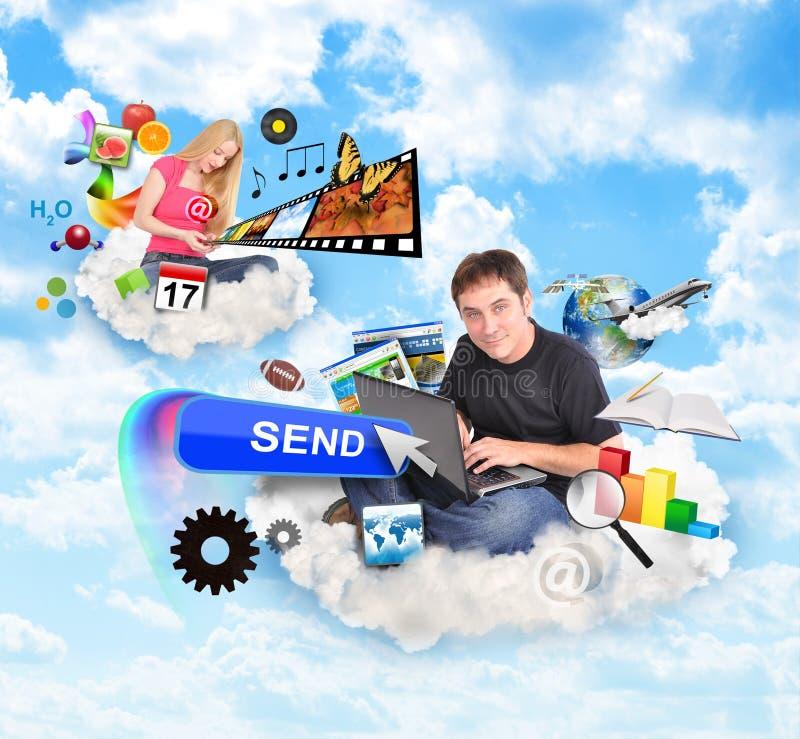 Gente de la nube del Internet con los iconos de la tecnología