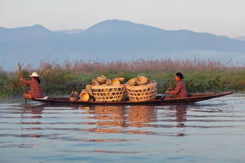 Gente de la tribu de Intha, Myanmar fotografía de archivo libre de regalías