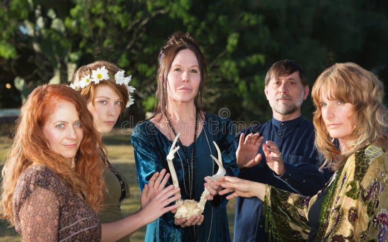Gente de Wicca con las astas imágenes de archivo libres de regalías