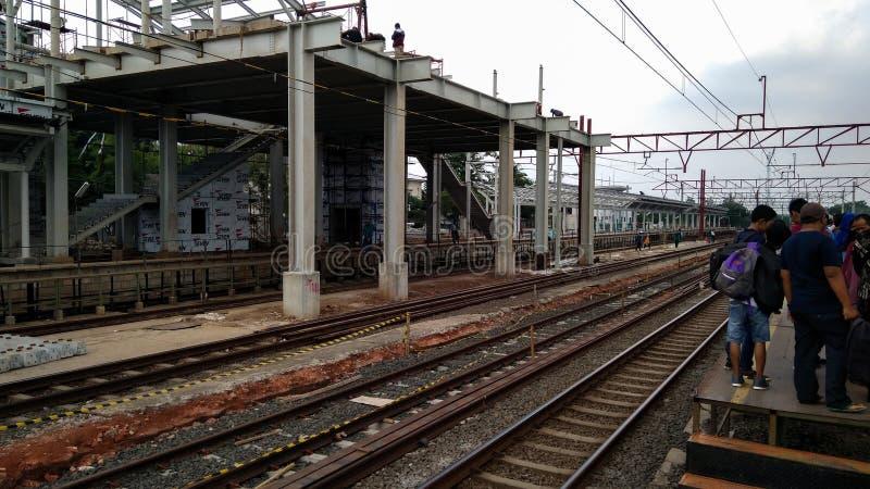 Gente desconocida Construcción de un ferrocarril moderno imágenes de archivo libres de regalías