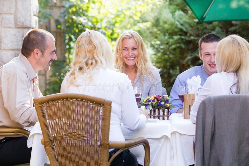 Gente di affari al ristorante del pranzo immagini stock
