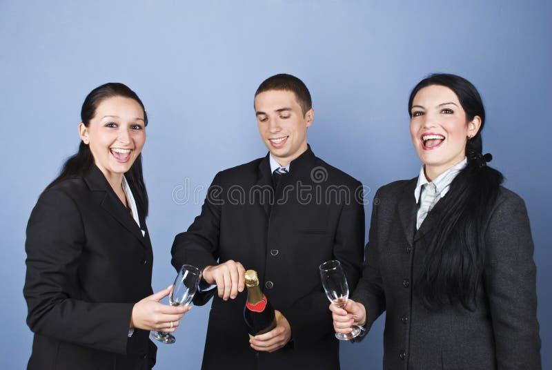 Gente di affari che celebra il loro successo fotografie stock libere da diritti