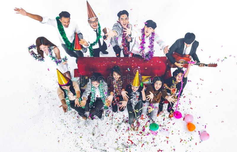 Gente di affari che celebra il partito del nuovo anno e celebrazione di Natale fotografie stock libere da diritti