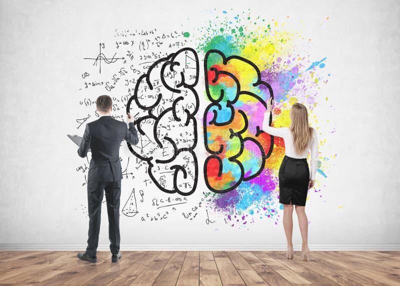 Gente di affari che disegna cervello su calcestruzzo fotografia stock