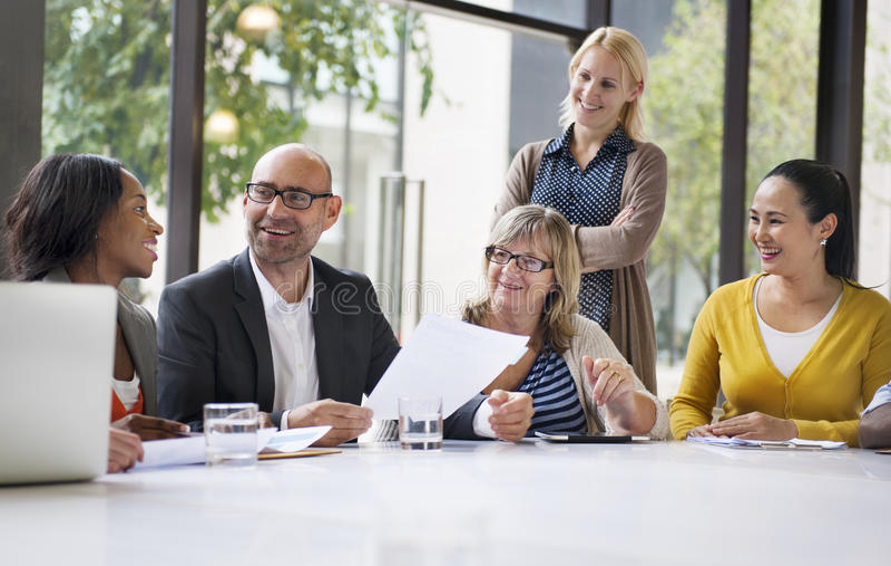 Gente di affari che incontra concetto corporativo di conferenza immagini stock