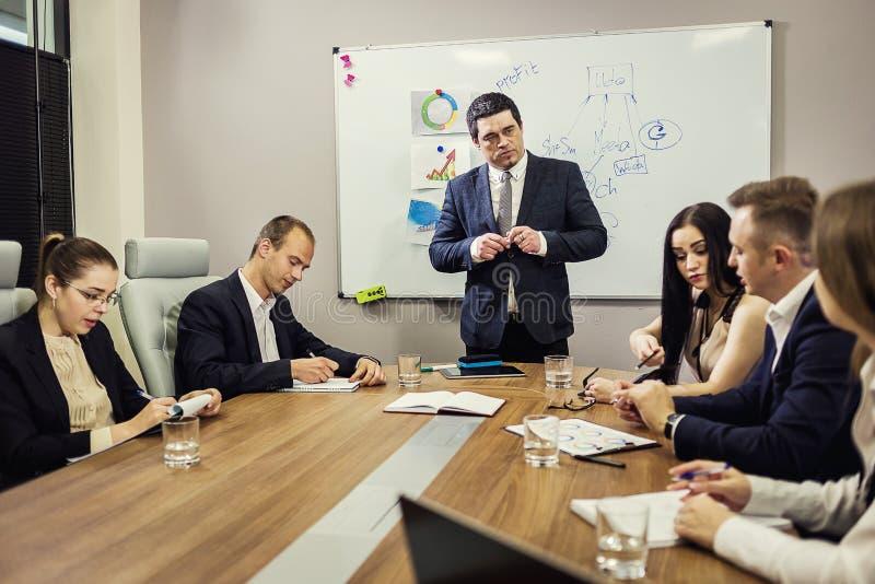 Gente di affari che incontra concetto corporativo di discussione di conferenza, immagini stock