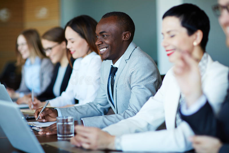 Gente di affari che listenning al seminario fotografia stock