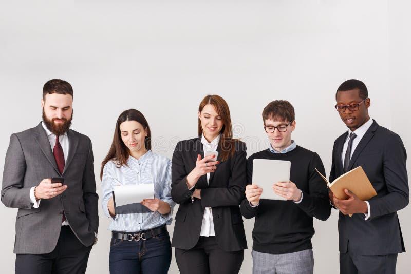 Gente di affari del raccolto di lavoro di squadra, spazio della copia immagine stock