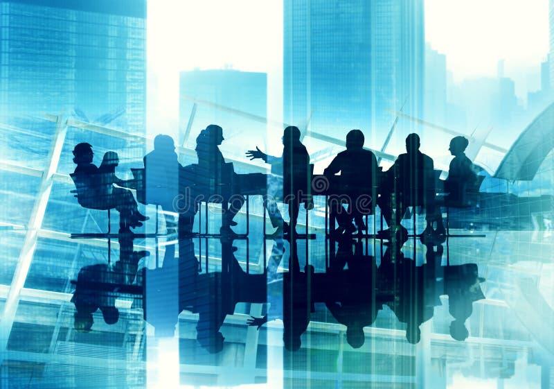 Gente di affari della siluetta della riunione di lavoro di concetto di conferenza immagine stock