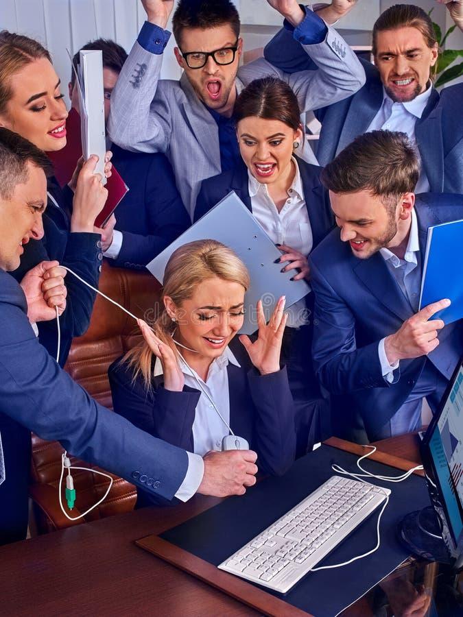 Gente di affari di vita dell'ufficio della gente del gruppo che lavora con le carte fotografie stock libere da diritti