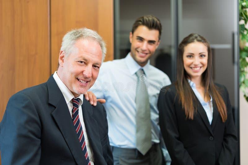 Gente di affari nel loro ufficio fotografia stock libera da diritti