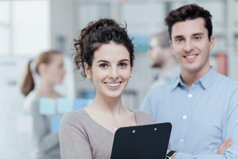 Gente di affari nell'ufficio immagini stock