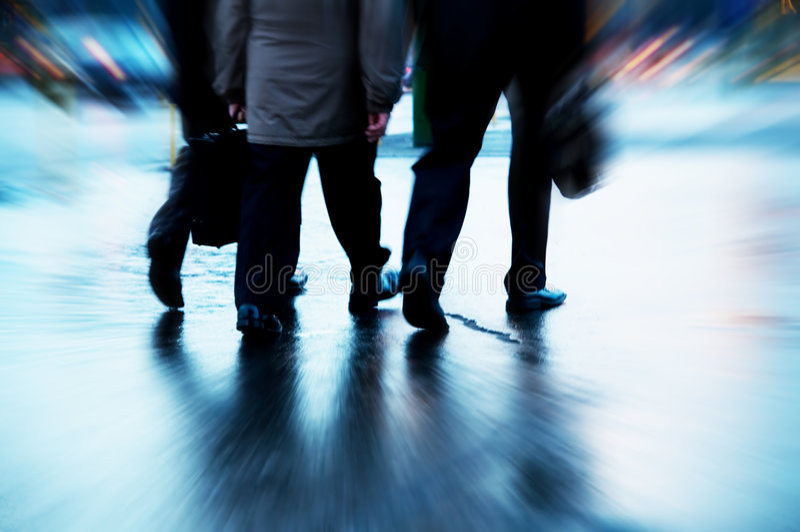 Gente di affari occupata camminare fotografia stock
