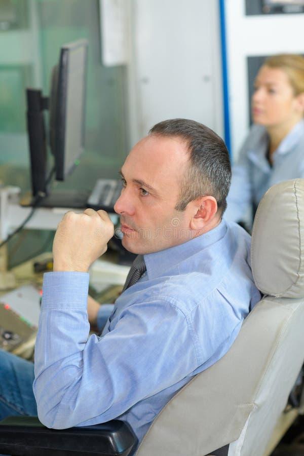 Gente di affari in ufficio immagine stock libera da diritti