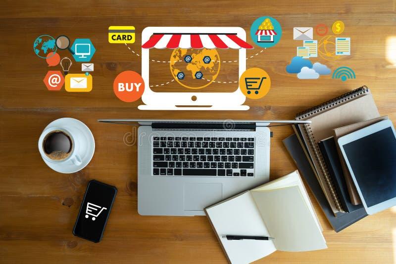 Gente di affari di uso di tecnologia di commercio elettronico del mercato globale di Internet immagine stock libera da diritti
