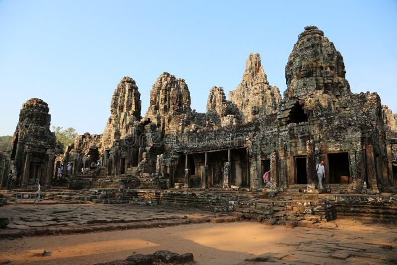 Gente en Bayon - complejo del templo del Khmer en Angkor Thom, Siem Reap, Camboya fotos de archivo libres de regalías