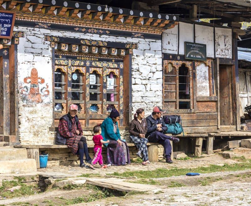 Gente en Bhután foto de archivo
