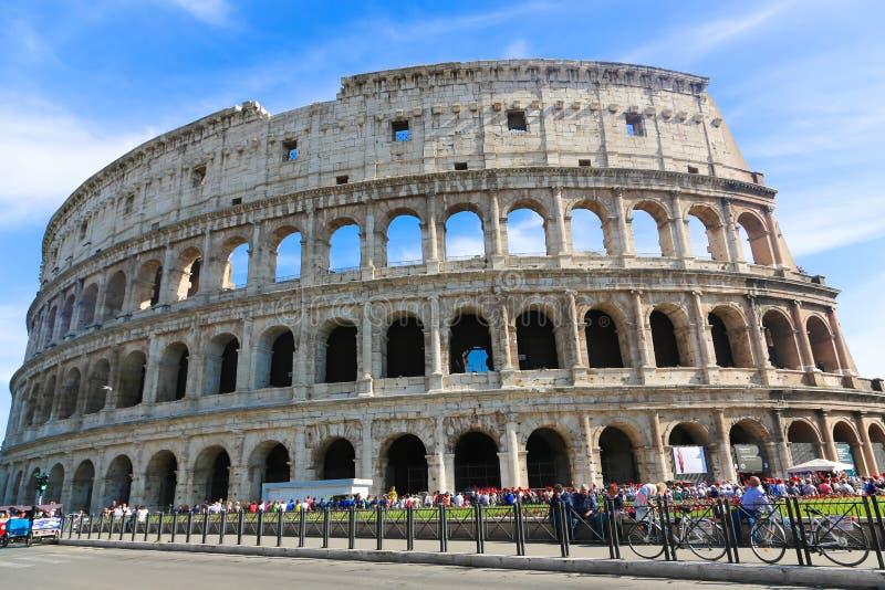 Gente en Colosseum Roma fotos de archivo libres de regalías