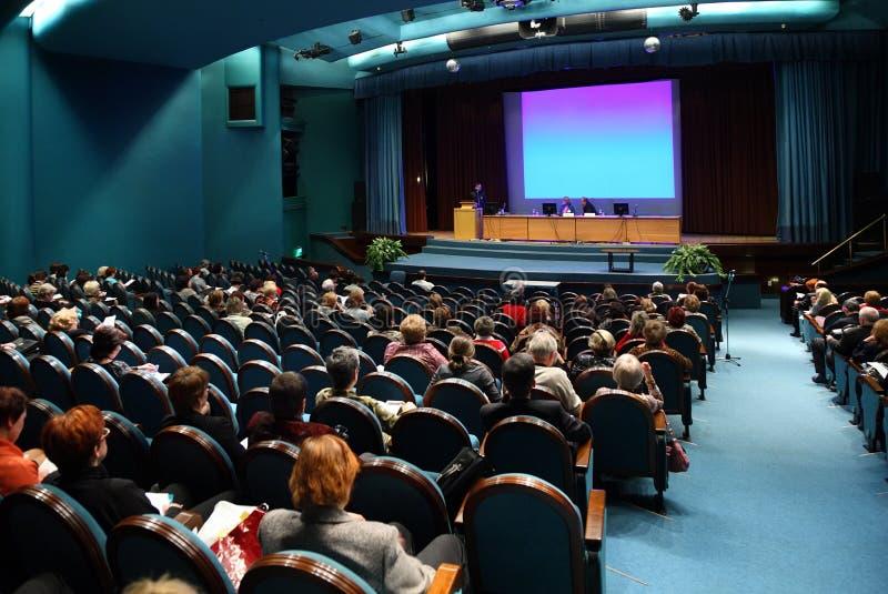 Gente en conferencia imagen de archivo