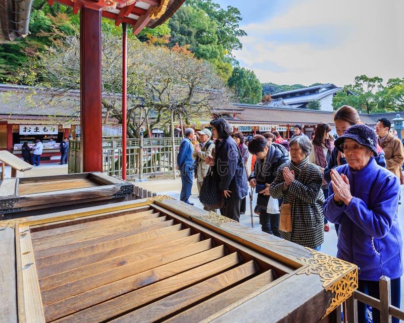 Gente en Dazaifu Tenmangu imagenes de archivo
