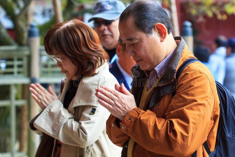 Gente en Dazaifu Tenmangu fotografía de archivo