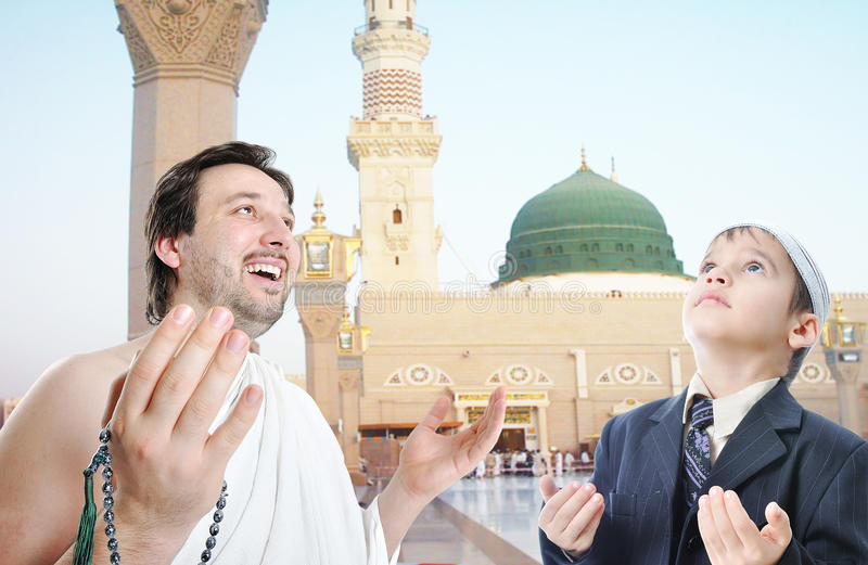 Gente en deber islámico santo en Makka foto de archivo libre de regalías