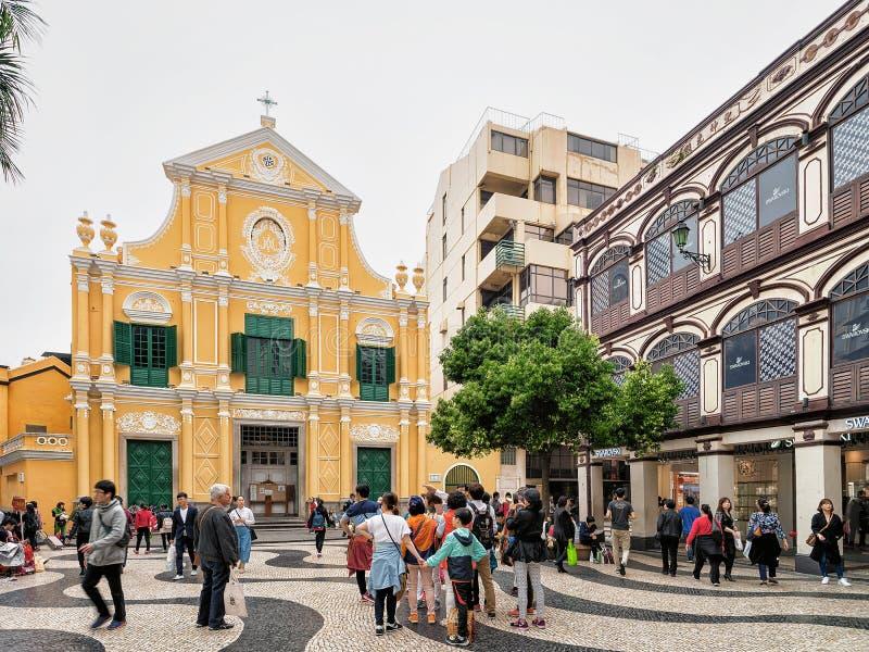 Gente en Dominic Church en el cuadrado de Senado en Macao imagen de archivo libre de regalías