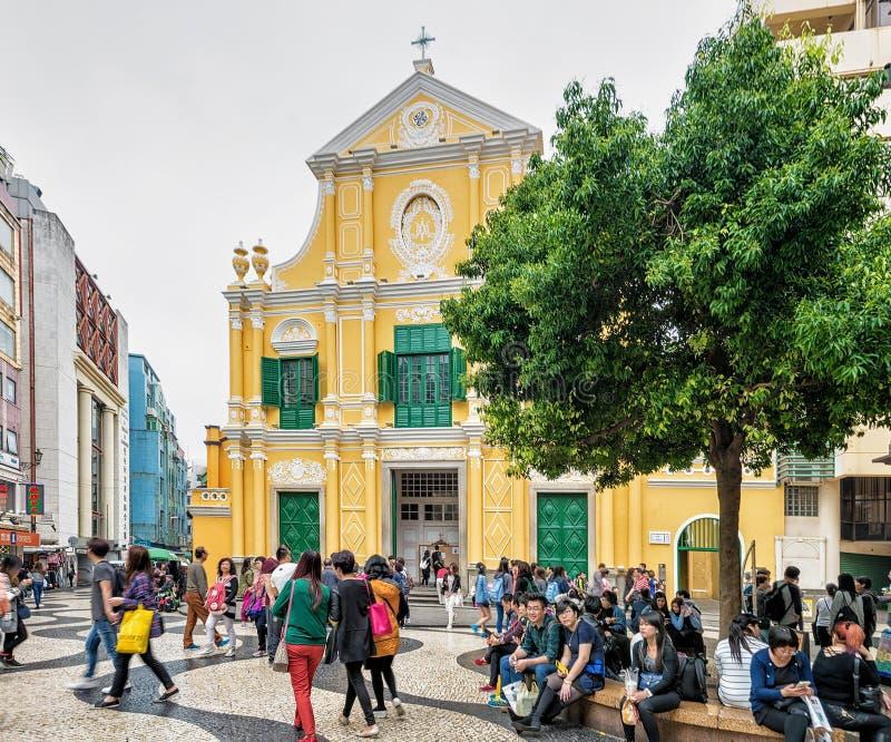 Gente en Dominic Church en el cuadrado de Senado en Macao imágenes de archivo libres de regalías