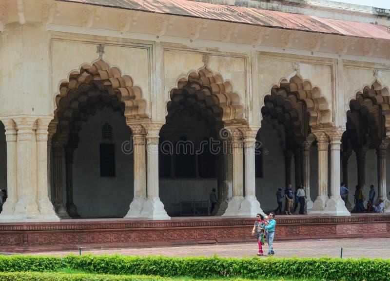 Gente en el fuerte de Agra en la India foto de archivo libre de regalías