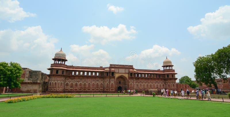 Gente en el fuerte de Agra en la India fotos de archivo libres de regalías