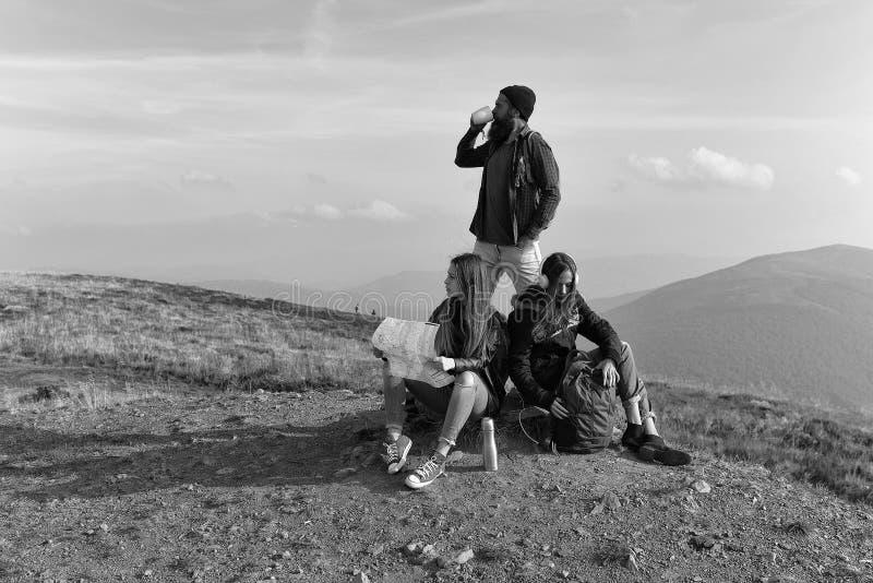 Gente en el top de la montaña fotos de archivo libres de regalías