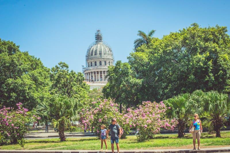 Gente en Havana Cuba apenas que camina fotos de archivo libres de regalías