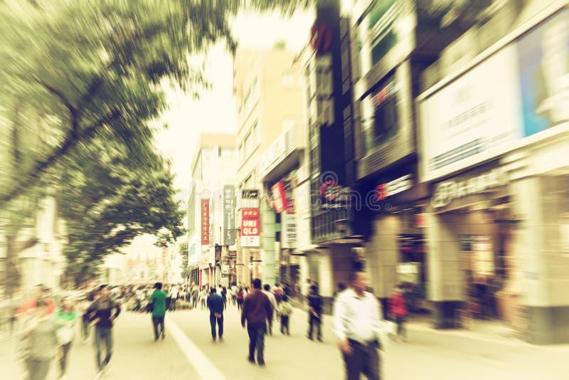 gente en la calle ocupada de las compras, calle urbana ocupada de la ciudad imagenes de archivo