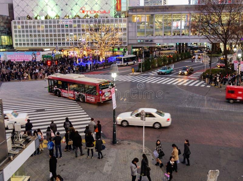 Gente en la travesía de Shibuya en Tokio, Japón foto de archivo libre de regalías