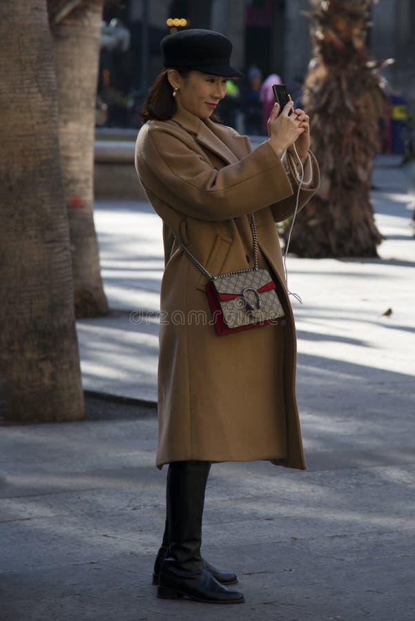 Gente en las calles de Barcelona, Espa?a imagen de archivo libre de regalías