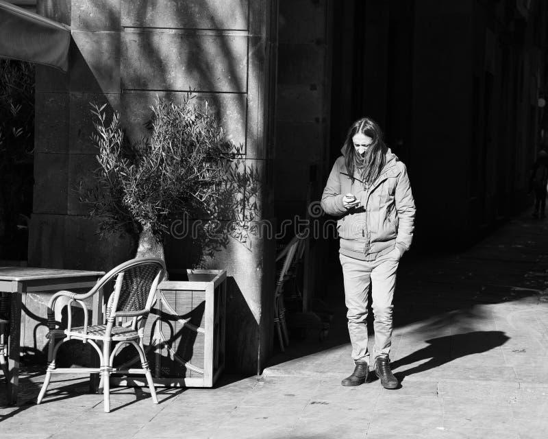 Gente en las calles de Barcelona, Espa?a fotos de archivo