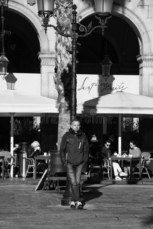 Gente en las calles de Barcelona, Espa?a fotografía de archivo libre de regalías