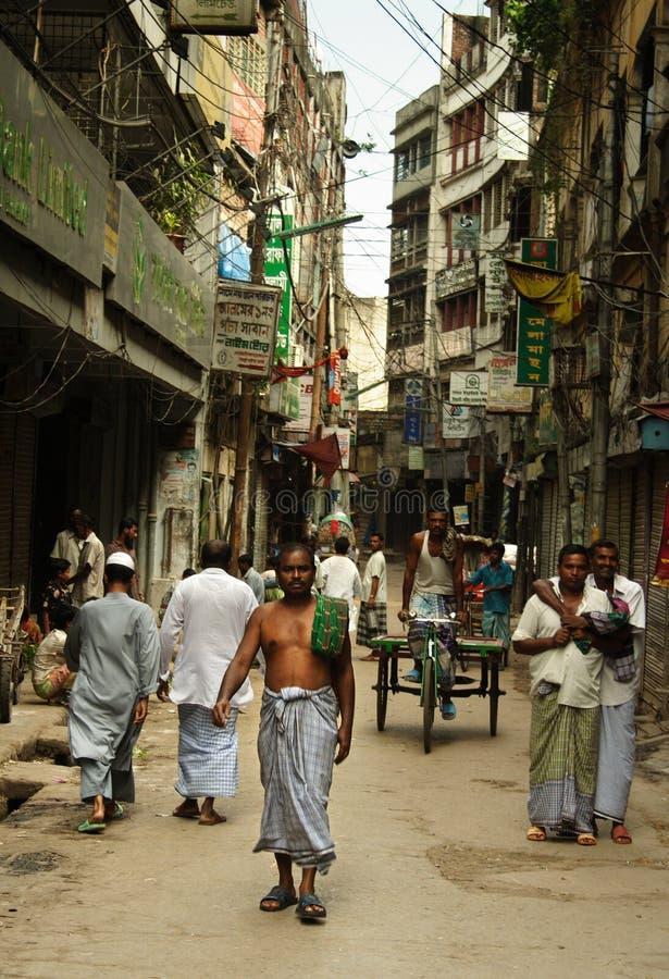 Gente en las calles de Dacca fotos de archivo