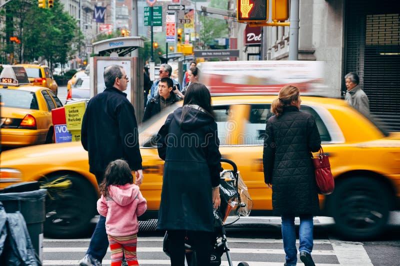 Gente en las calles de Nueva York imágenes de archivo libres de regalías